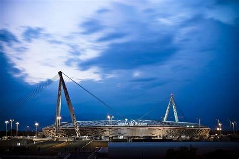 si鑒e allianz lo juventus stadium cambia nome si chiamerà allianz stadium fino al 2023 corriere it