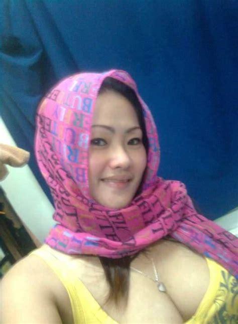 Nikmatnya Memek Ibu Rum Tetanggaku Yg Berjilbab ~ Cerita
