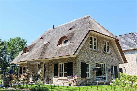 Rieten Huis by Mooie Vrijstaande Woning Met Rieten Kap Te Lepelstraat