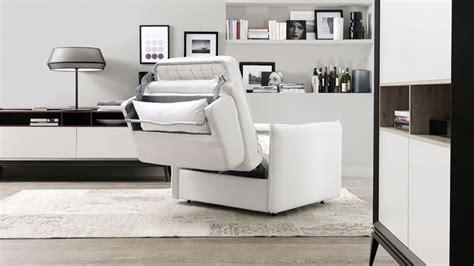 Personalmente mi sono trovato benissimo con poltronesofà, ho acquistato oltre due anni fa un divano piuttosto grande, con un pouf abbinato. Poltrona letto, come ottimizzare lo spazio - Poltrone