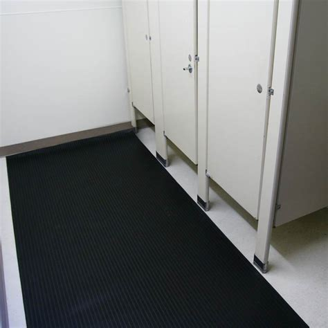 Rubber Bathroom Flooring Can Lend a Helping Hand to