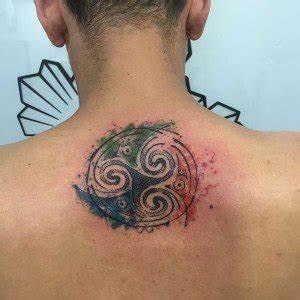 Tatouage Homme Original : d couvrir le tatouage triskel un symbole mill naire ~ Melissatoandfro.com Idées de Décoration