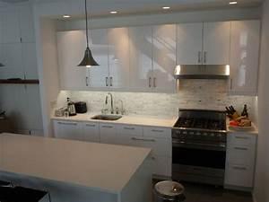 Ikea Küche Abstrakt : ikea kitchen abstrakt white manhattan contemporary kitchen new york by basic builders inc ~ Markanthonyermac.com Haus und Dekorationen
