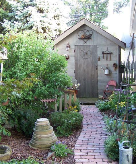 Einen Gartenweg Selber Anlegen by Gartenwege Anlegen Mit Ziegelsteinen So Wird Es Gemacht