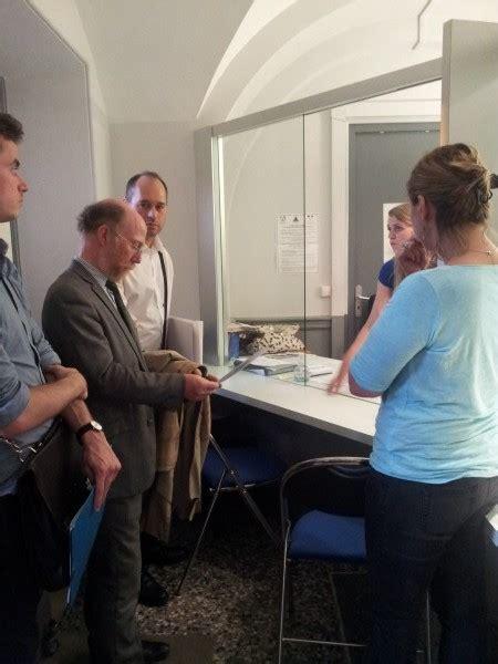 bureau d aide aux victimes visite d une délégation au bureau d aide aux victimes de