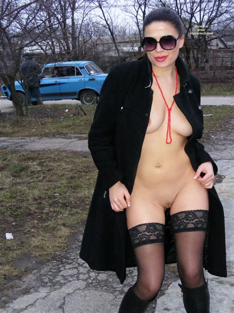 Outdoor Frontal Nude Flash March 2009 Voyeur Web Hall