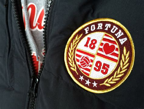 Founded in 1895, fortuna entered the league in 1913 and was a fixture in the top flight from the early 1920s up to the creation of the bundesliga in 1963. Weste/Bodywarmer *Aufnäher*   FORTENG - Fortuna Düsseldorf Fan-Label