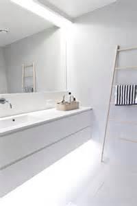45 stylish and laconic minimalist bathroom décor ideas digsdigs - Minimalist Bathroom Ideas
