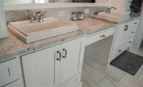 Arbeitsplatte Badezimmer by Badezimmer Arbeitsplatte Was Sind Die M 246 Glichen Optionen