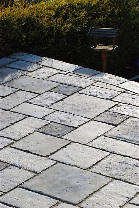 front patio can make this with 3 sizes of concrete pavers