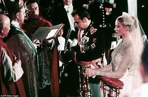 Grace Kelly Beerdigung : grace kelly 39 s wedding to to prince rainier of monaco is still the most glamorous daily mail online ~ Eleganceandgraceweddings.com Haus und Dekorationen