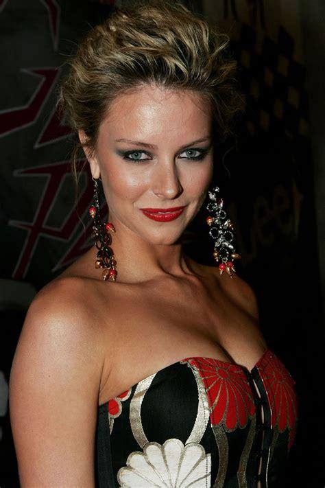 Jennifer Hawkins Pictures 2012