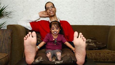 video world s tallest man sultan kosen gets married guinness world records
