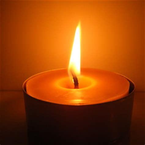 image de bougie allumee troispetitesruches bougies et pains d 233 pices