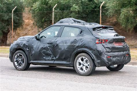 nissan juke spied  europe wrapped   lot