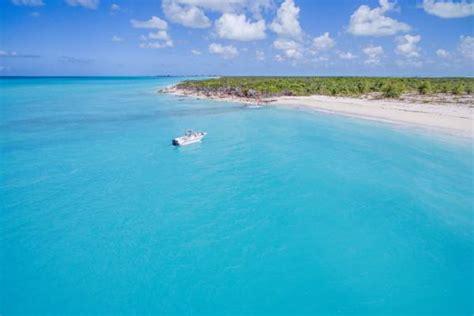 small cays  islands   turks  caicos islands