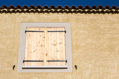 enlever le crepi d un mur interieur comment nettoyer un mur en cr 233 pi les astucieux