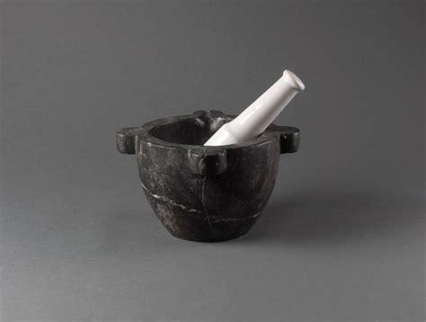 mortier de cuisine en marbre mortier en marbre noir soubrier louer accessoires