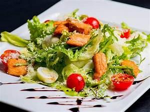Salat Mit Geräuchertem Lachs : frischer salat mit lachs ei und parmesan ~ Orissabook.com Haus und Dekorationen