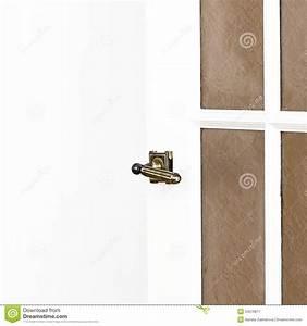 Poignée De Porte Blanche : la poign e de porte en laiton sur la porte blanche avec le copyspace textotent franco camion h ~ Nature-et-papiers.com Idées de Décoration