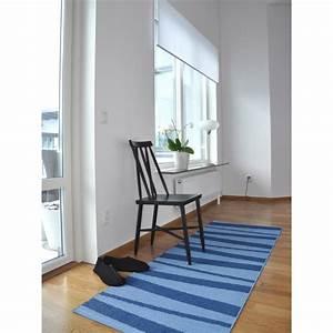Tapis De Couloir Au Mètre : tapis de couloir z br bleu aresofie sjostrom design 70x200 ~ Teatrodelosmanantiales.com Idées de Décoration