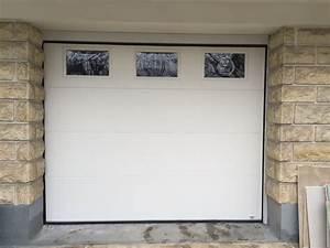 porte sectionnelle lisse blanc ral 9016 avec hublot dim With porte de garage sectionnelle avec hublot