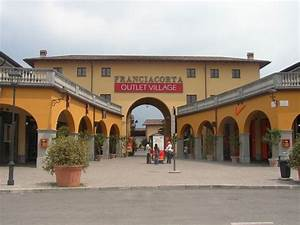 Outlet village franciacorta in lombardia con oltre 160 for Outlet di brescia