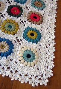 Very pretty edging on a very pretty blanket - DIY Craft's
