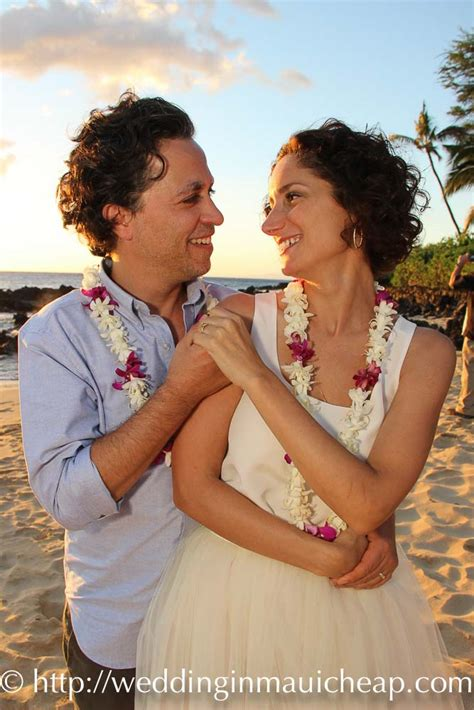 hawaiian themed ceremony affordable barefoot maui wedding