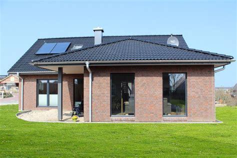 Haus Roter Klinker by Einfamilienhaus Mit Gro 223 En Dach 252 Berstand Und Schickem