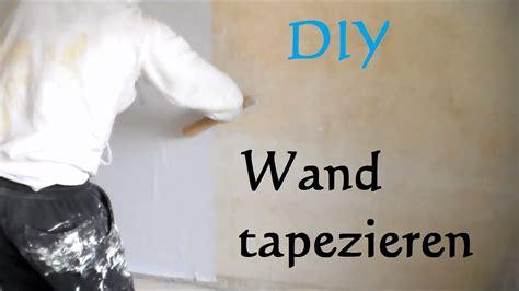 Eine Wand Tapezieren by Diy Wand Tapezieren Anleitung So Tapeziert Eine Wand