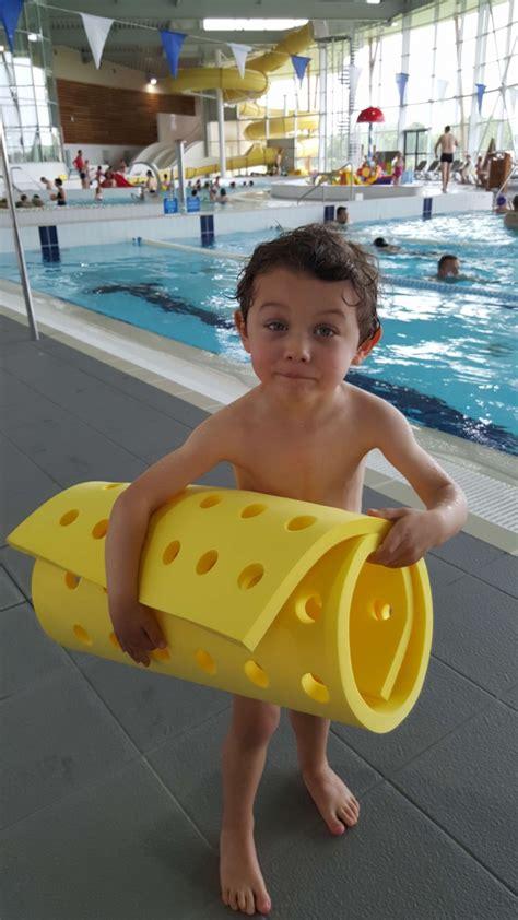 tapis flottant bebe nageur tapis b 233 b 233 224 trous pour piscine la maison de la piscine