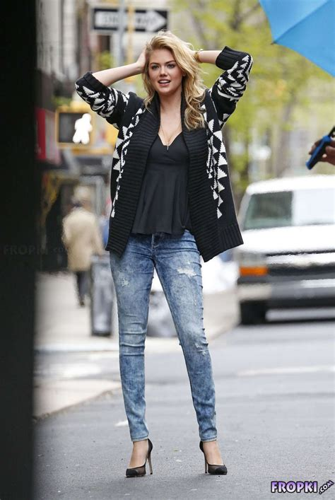 Kate Upton  Poses In Jeans And Black Top In Nyc  Page 27