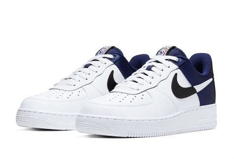 « les satan shoes, une collaboration nike avec lil nas x ». Nike Air Force 1 NBA Midnight Navy Satin BQ4420-400 - SepRun