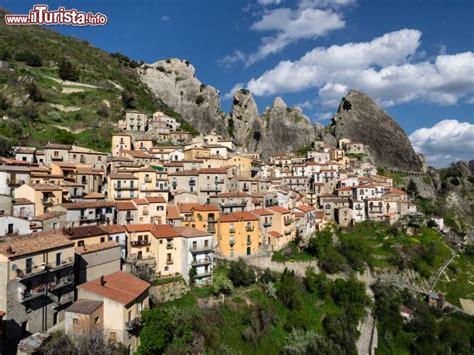 le si鑒e castelmezzano è un celebre borgo della foto castelmezzano
