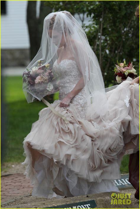 taylor swift serves  bridesmaid  bff abigails wedding