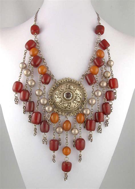 Bakelite Jewelry, Pins & Other Accessories | RetroWaste