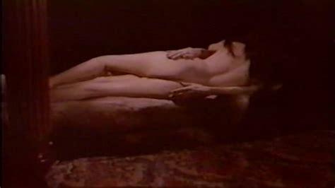 Nackte Elizabeth Teissier In Frustration