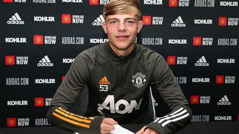 Brandon Williams signs new contract at Manchester United ...