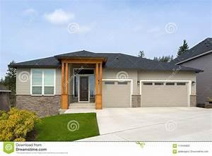 Nuova Casa Su Misura In Vicinanza Suburbana Fotografia Stock