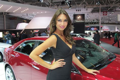 car girls    paris auto show pictures