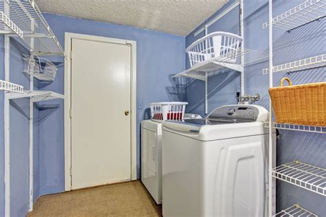 a guide for choosing the laundry room colors