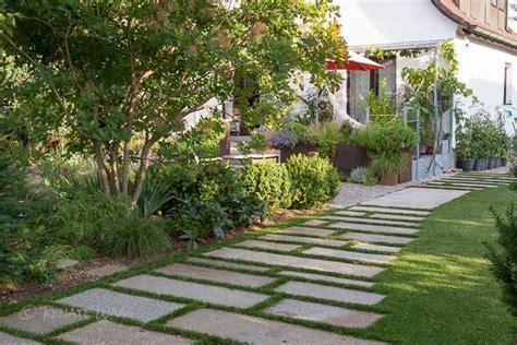 Trittplatten Für Rasen by Schotterrasen F 252 R Die Einfahrt Garten