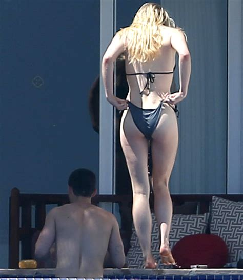 Game Of Thrones Sophie Turner Exposes Peachy Posterior In
