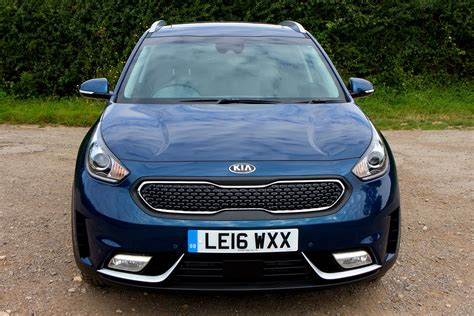 Kia Suv Mpg by Kia Niro Suv Review Running Costs Parkers