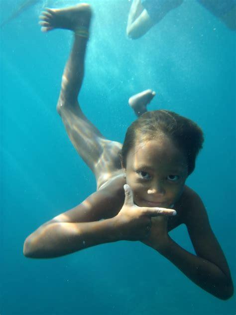 badjao kid  excellent underwater vision  badjao