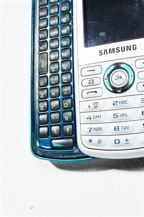 te white samsung sliding keyboard mobile phone prop