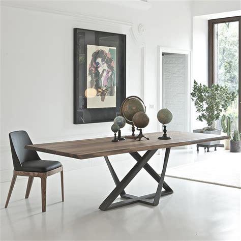 cuisine blanc et noyer table design en noyer pied métal bontempi casa sur cdc design