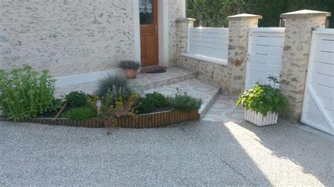 cuisine moderne blanc extérieur photo 2 7 parterre de fleurs devant la porte d 39 entrée