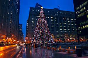 photo chicago s daley plaza at christmas